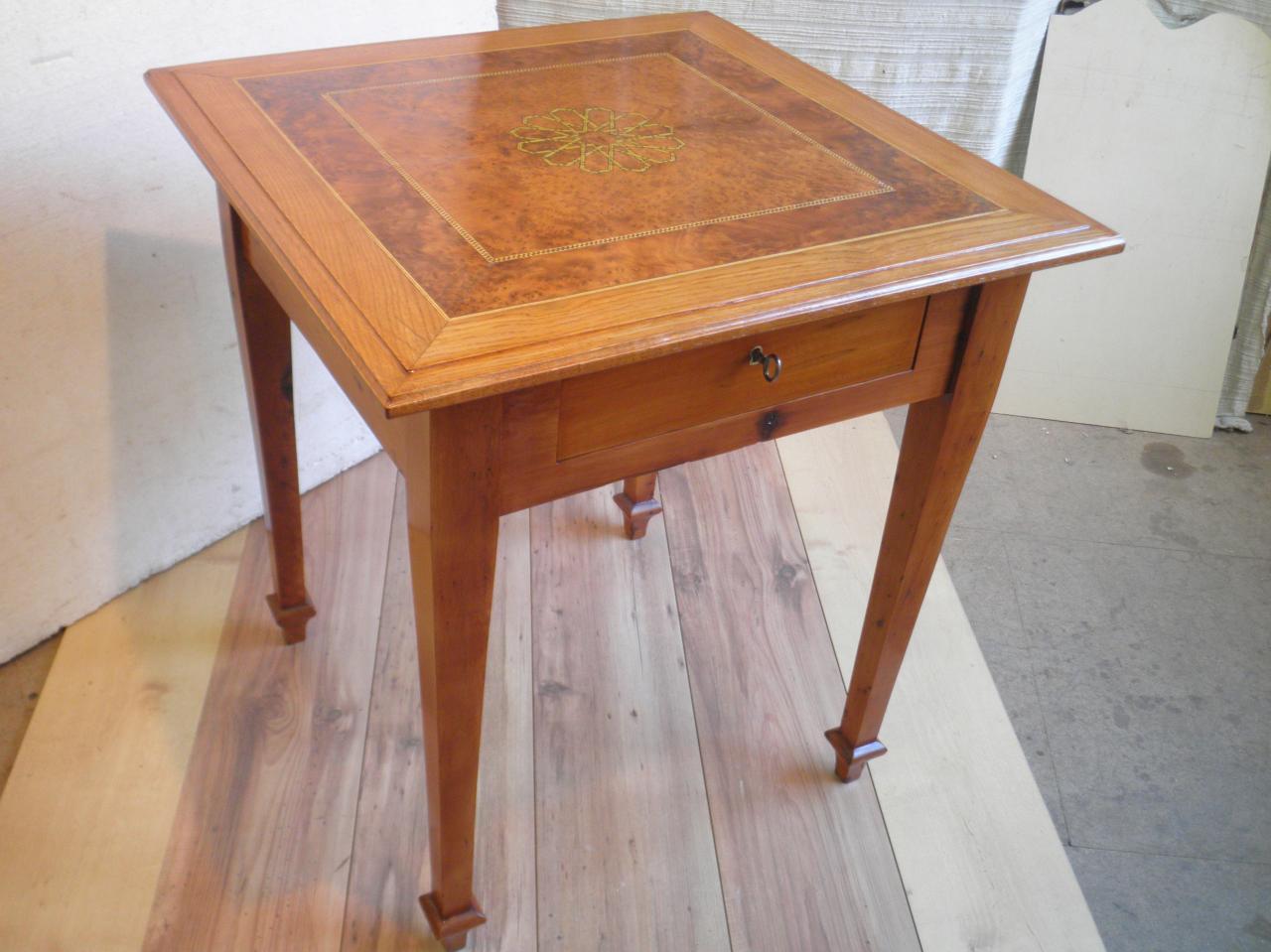 Table ancienne en marqueterie