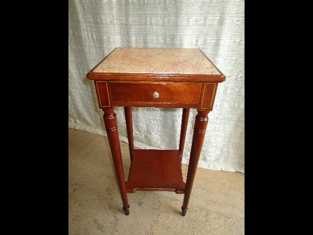 Sellette, table de chevet marbre et acajou 150 €